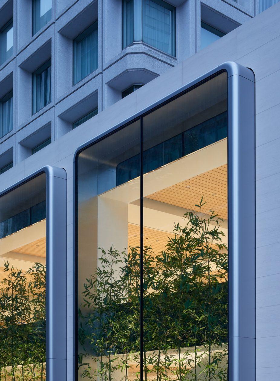 Apple Marunouchi Windows