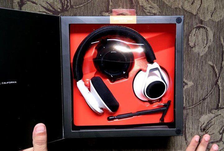 RIG headset box (Reproduction / Julian Leno)