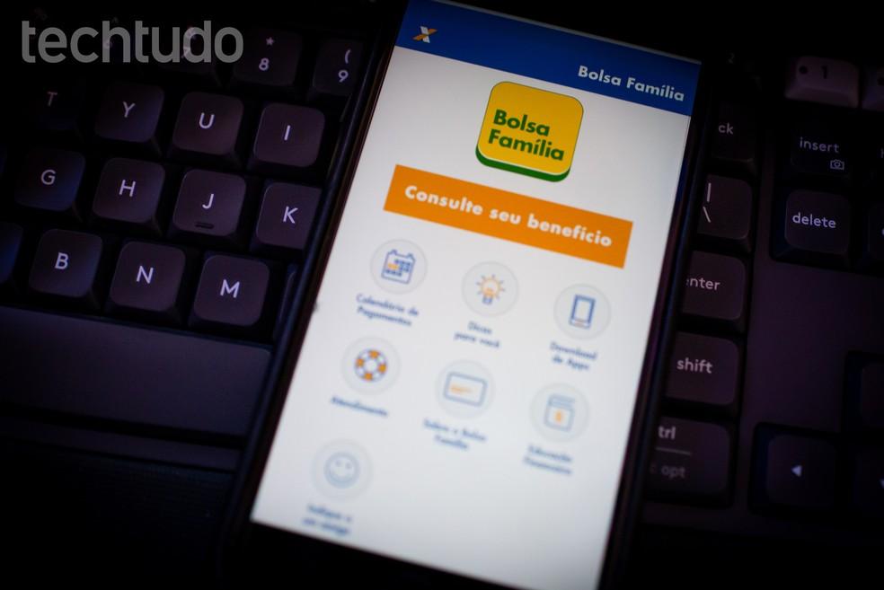 Caixa developed the official application for Bolsa Famlia Photo: Rubens Achilles / TechTudo
