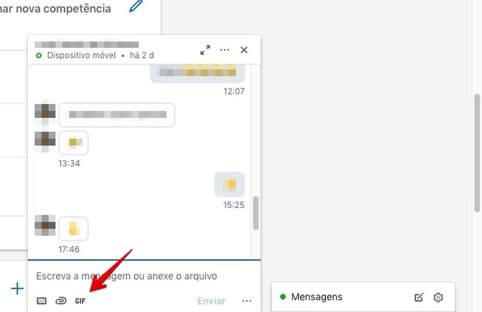 Accessing GIF gallery on LinkedIn chat Photo: Reproduo / Helito Bijora