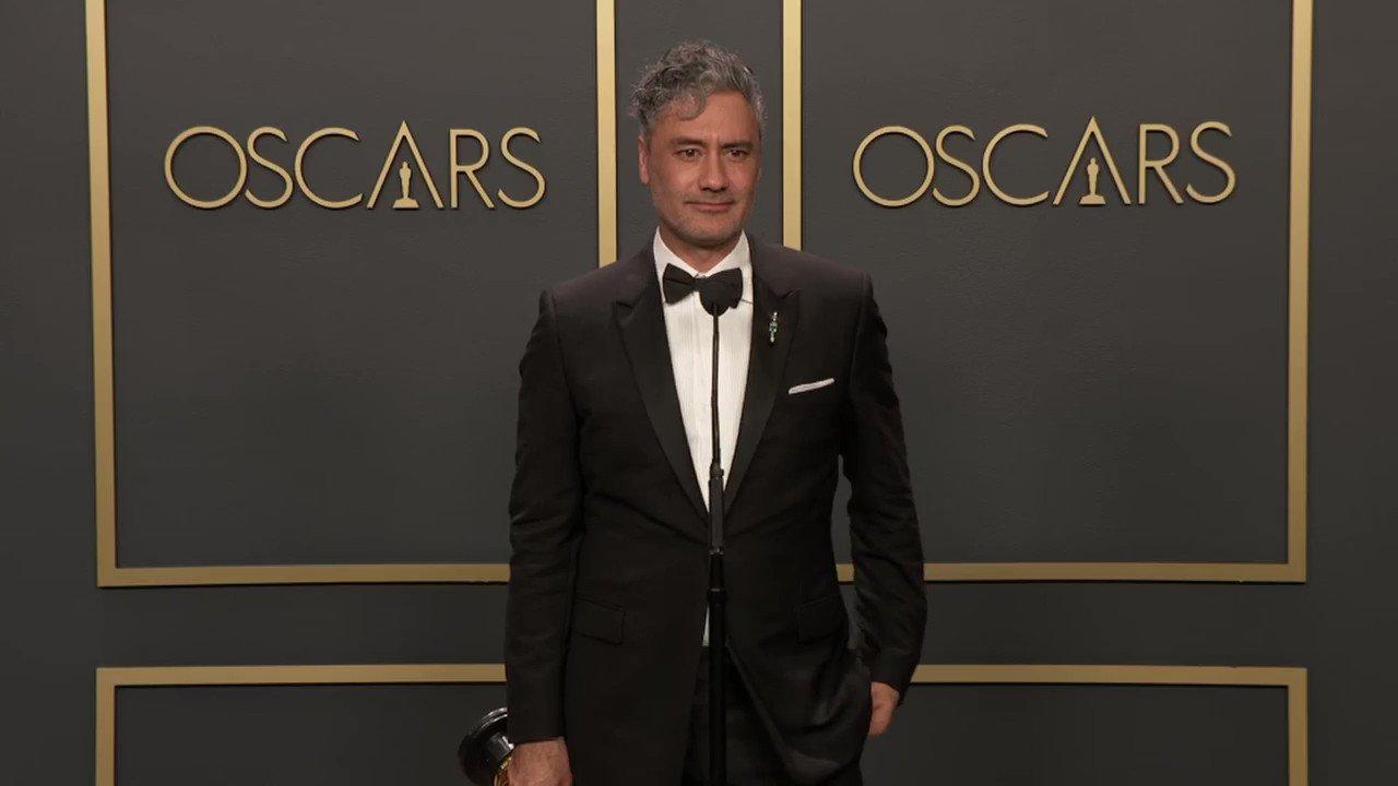 At the Oscars, Taika Waititi calls on Apple to repair its keyboards