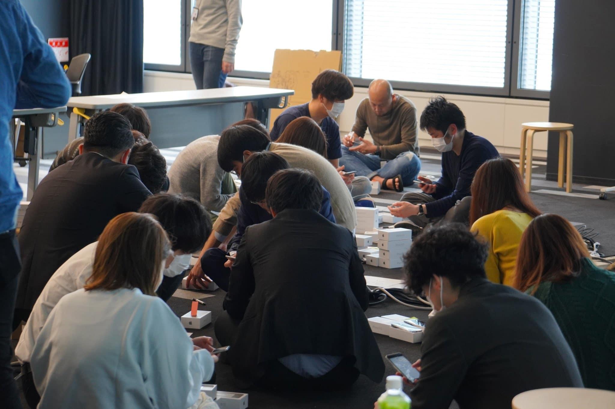 Coronavirus: Japan distributes 2,000 iPhones to quarantined cruise passengers
